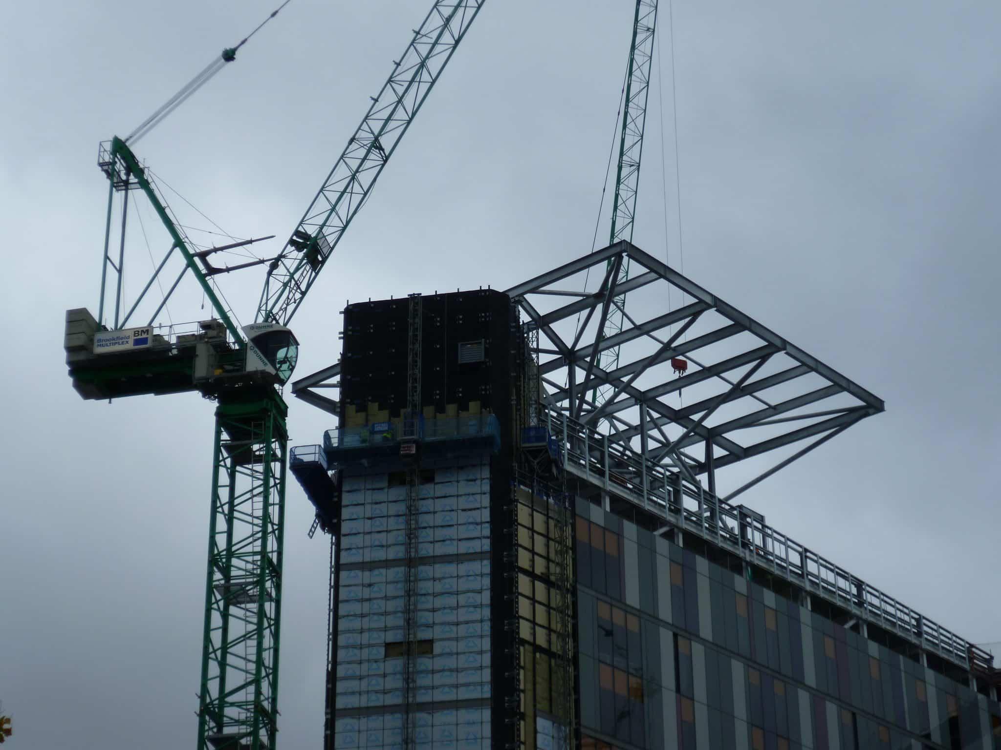 Queen Elizabeth University Hospital helipad erection